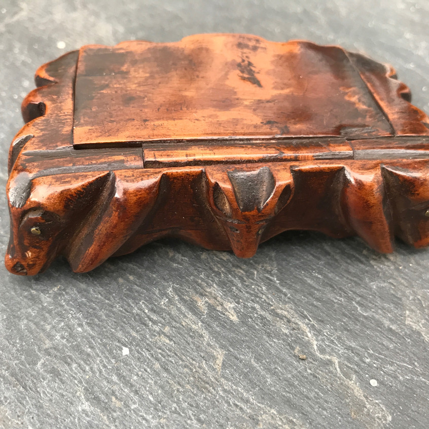 Antique snuff box - carved animals2