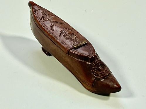 Antique Prisoner of War Snuff Shoe
