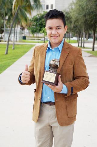 Así es Diego Gómez, un pequeño gran reportero y comunicador