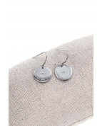 "boucle d'oreille crochets ""All we need is love"" argent"