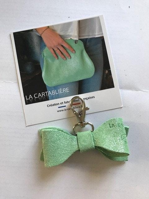 La Cartablière Porte-clés Noeud en cuir Pailleté Vert Amande