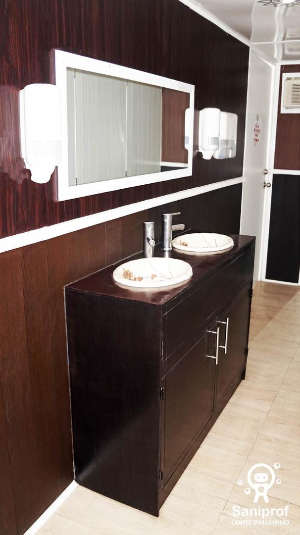 Dispensadores de jabón líquido y toalla interdoblada