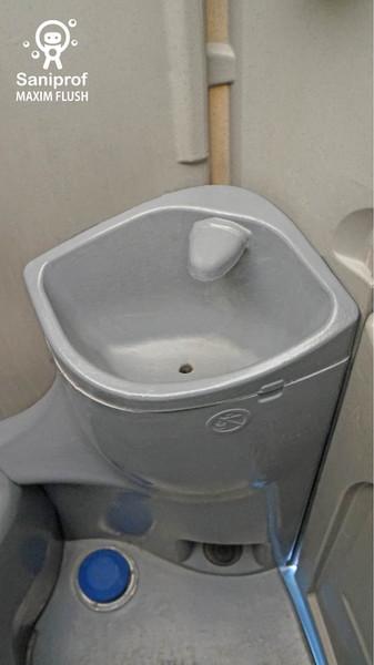 Lavamanos con sistema de flush al pie