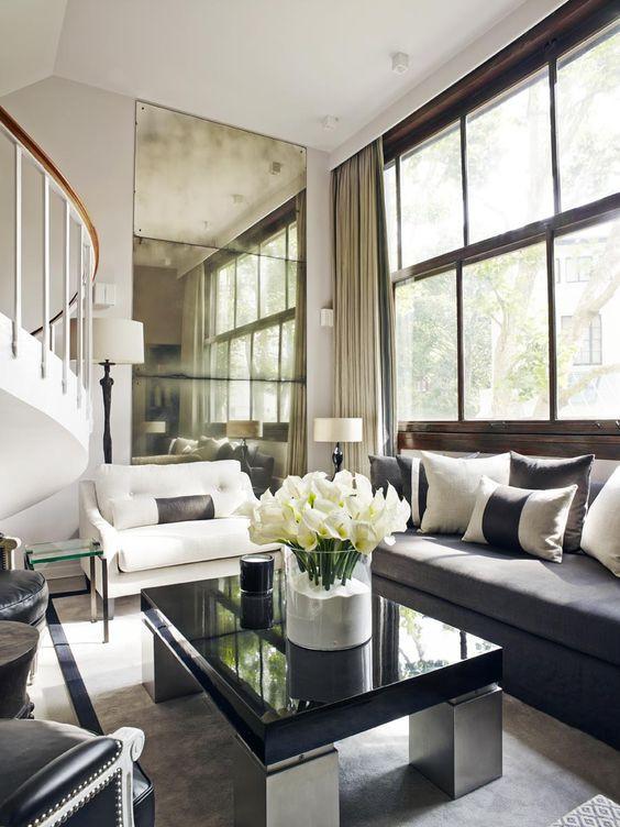 Kelly Hoppenin suunnittemassa olohuoneessa on harmoninen luxus tunnelma.
