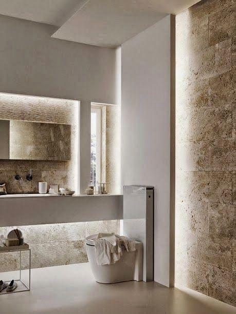 Kylpyhuoneen seinät on tehty niin että niiden takana on valot. Valo siivilöityy kauniisti seinärakenteiden takaa.