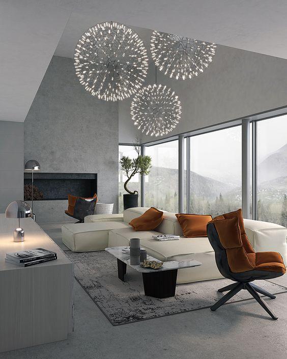 Ison olohuoneen keskipisteenä on massiivinen valkoinen nahkasohva, joka on asetettu ronskisti keskelle lattiaa. Oranssimustat nojatuolit ja oranssit tyynyt piristävät olohuoneen harmaata ilmettä.