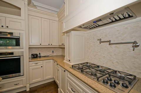 44_Kitchen.jpg