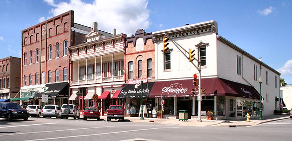 downtown-noblesville-shops-and-cars-indi