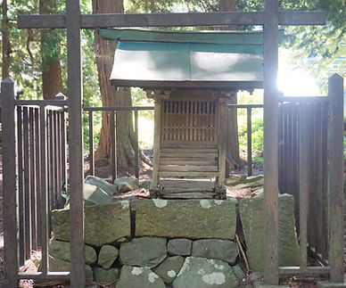 72.JPGShinmei-Gū Jōge-niza  神明宮上下二座