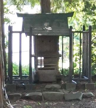 69.JPGShinmei-Gū Jōge-niza  神明宮上下二座