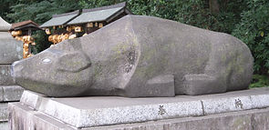 nade-ushi 撫で牛 at Yaho Tenman-gū 谷保天満宮