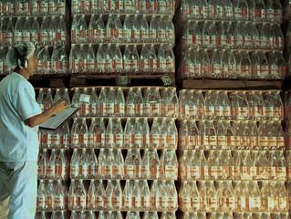 Água em garrafa contém microplásticos, diz estudo