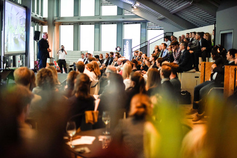 Conference_Space_People_2_c_Design_Offic