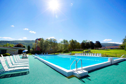 honors-haven-retreat-center-outdoor-pool