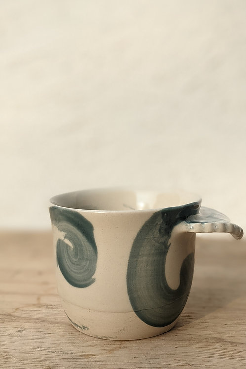 Wave mug- scalloped handle