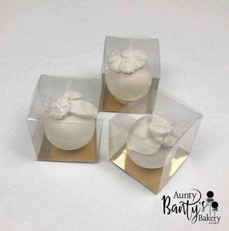 White florals Favour Pops Image 2 with L