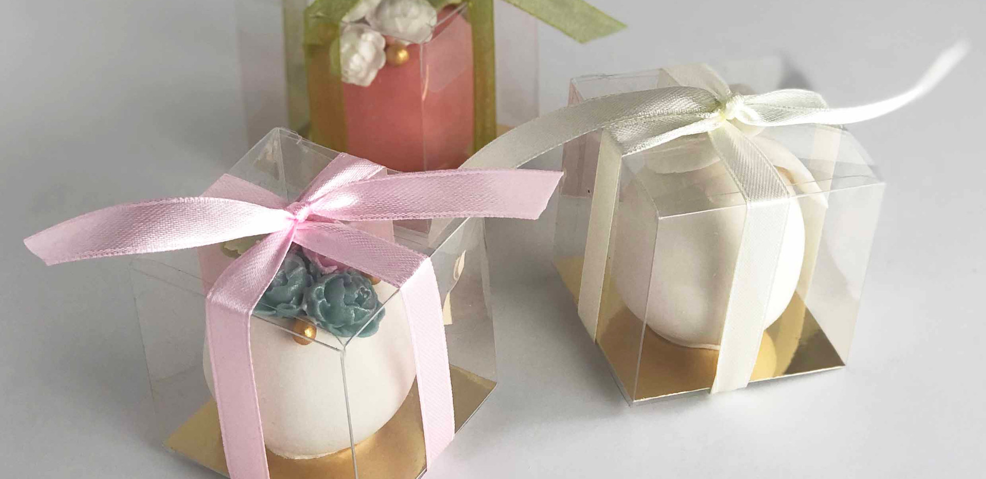 Boxed Favours with Ribbon Image 1 with L