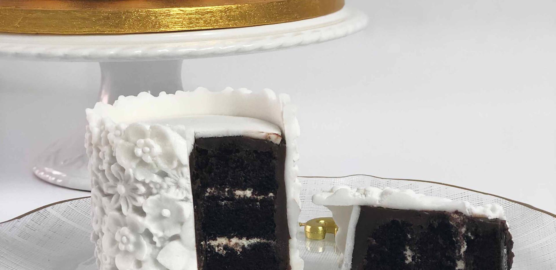 White Floral Celebration Cake Pop Cake I