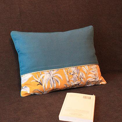 Housse de coussin jaune et bleu pétrol motif végétal (30*40)