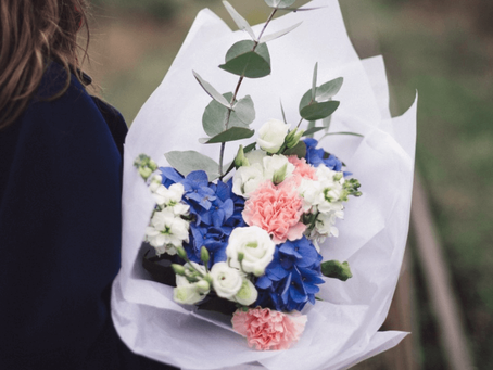 Things Every Guy Should Know When Ordering Flowers Online