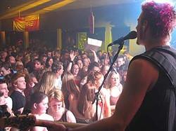 pr_apr_2004_k&crowd