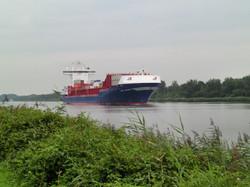 große Schiffe auf dem Kanal