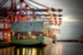 Lastbåt_vid_kaj.jpg