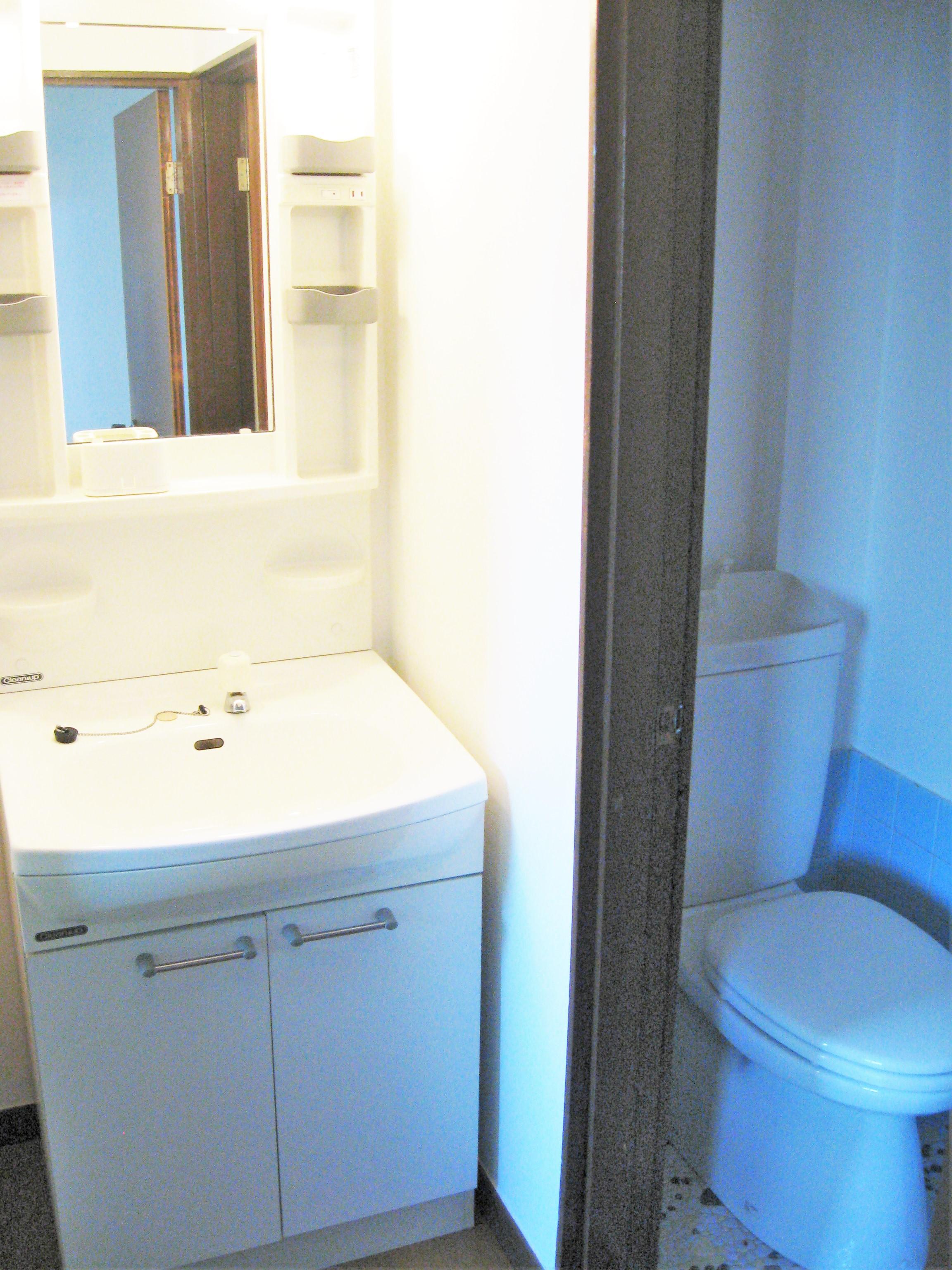 アパート洗面所、トイレ、風呂場(全部屋共通)