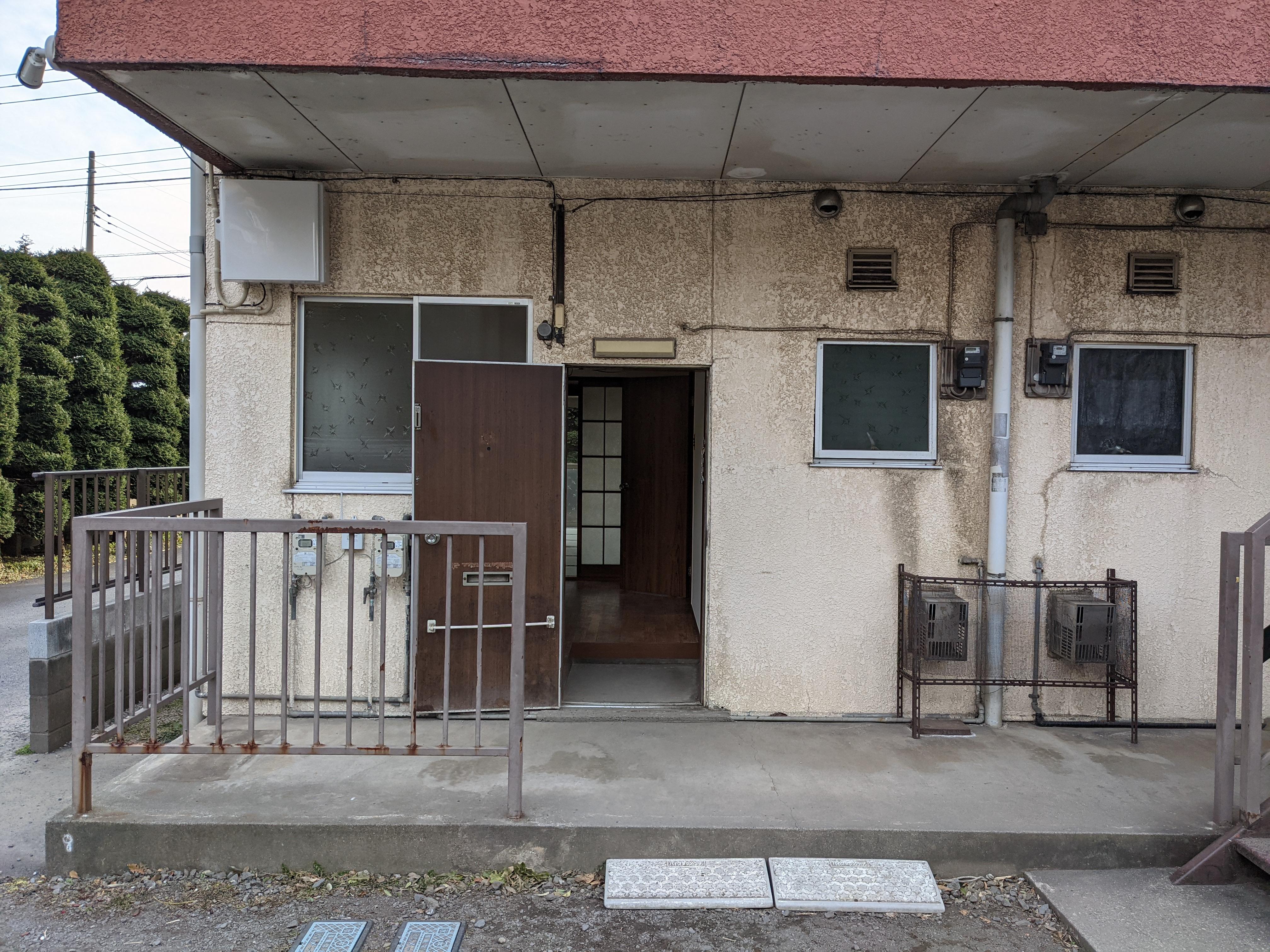 アパート 101号室(ほぼ空部屋)玄関