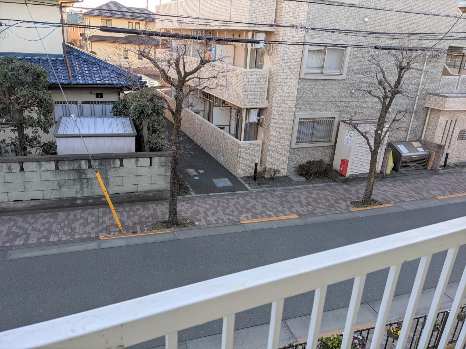 アパート2階ベランダ