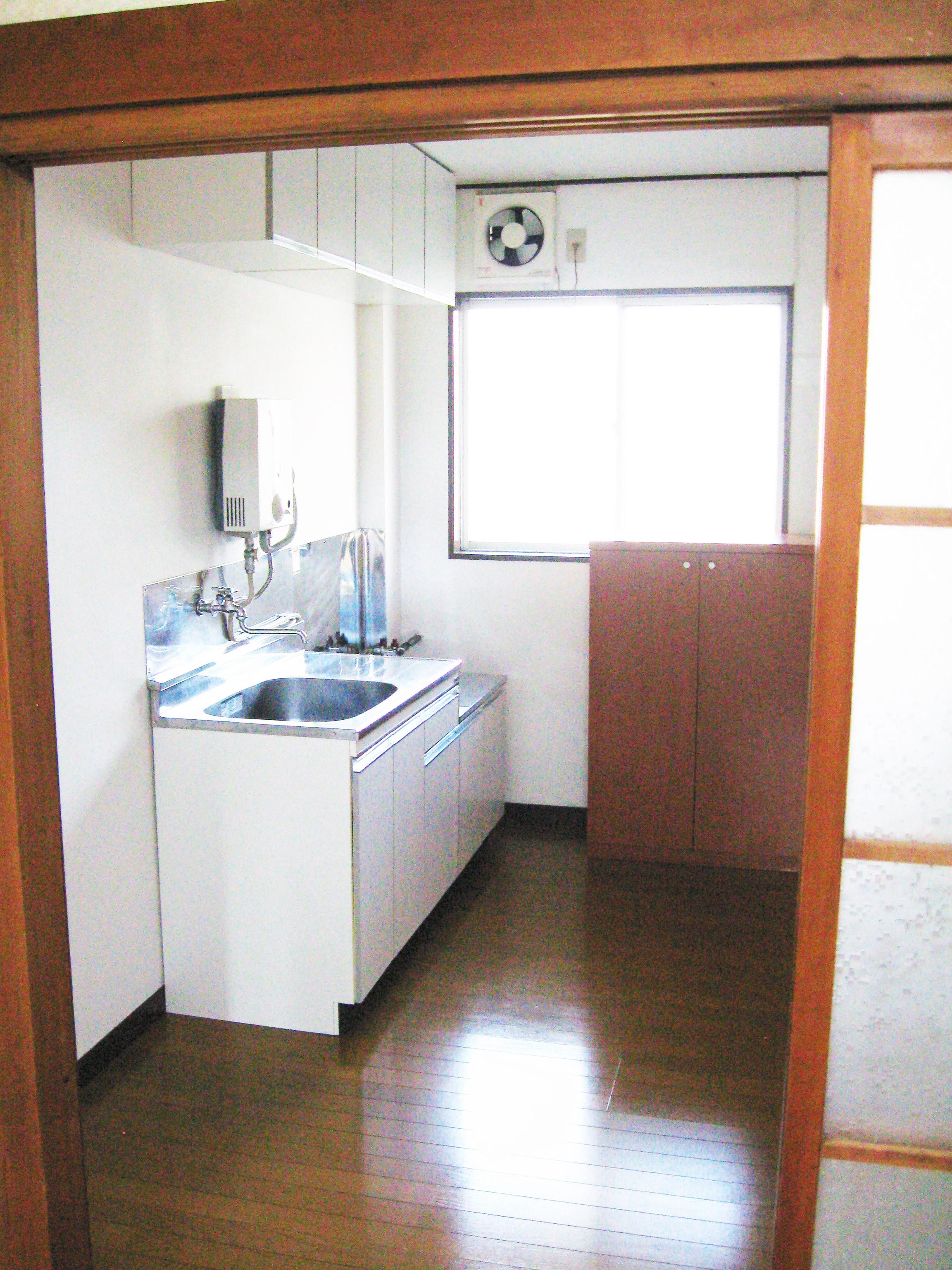 アパート104号室(ほぼ空部屋)台所