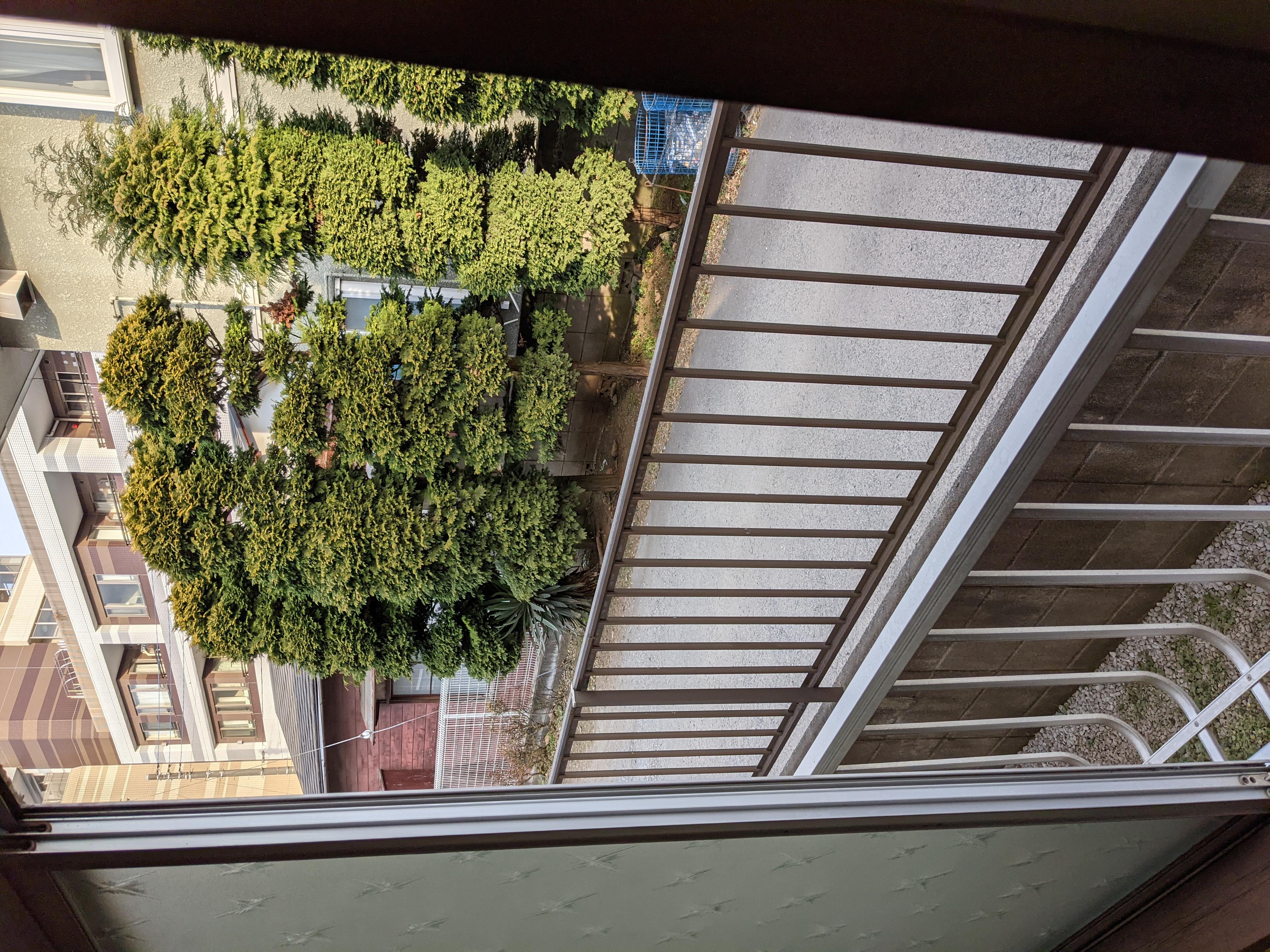 アパート104号室(ほぼ空部屋)東側窓