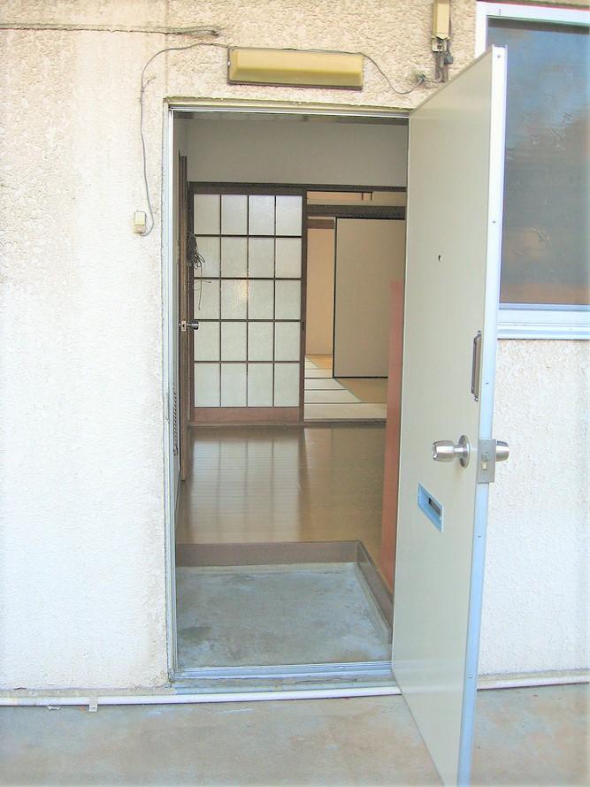 アパート 104号室(ほぼ空部屋)玄関