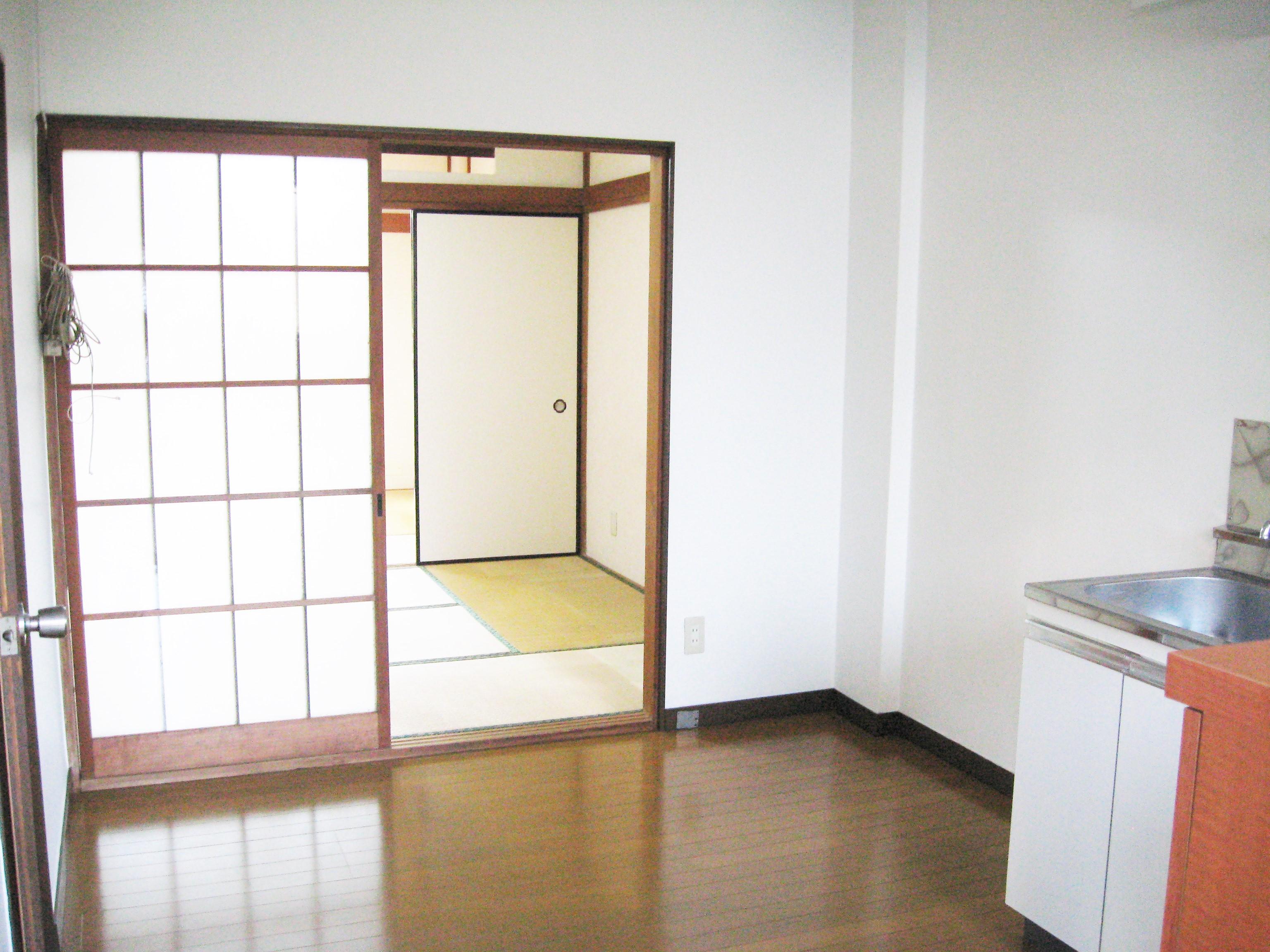アパート 104号室(ほぼ空部屋)台所