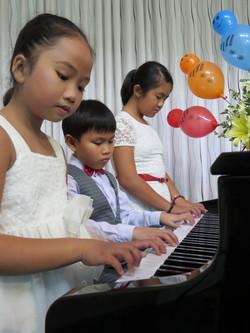 Piano 6 tay
