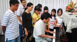 Thầy Quang Tiến và học viên