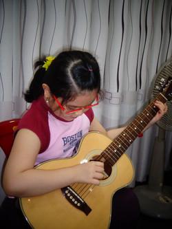 Bé tập Guitar