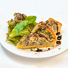 旬野菜とベーコンのキッシュ