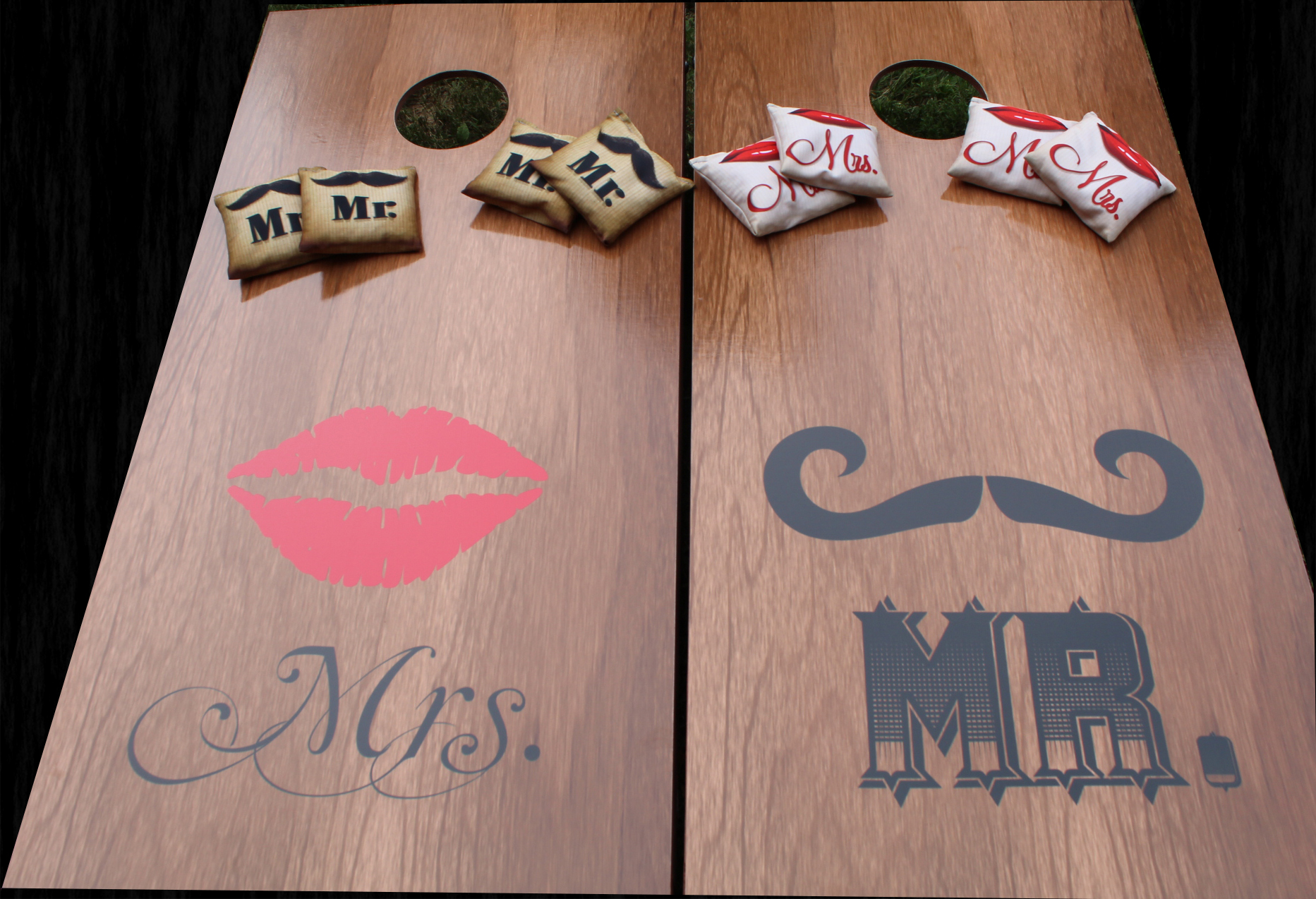 Mr & Mrs Corn Hole