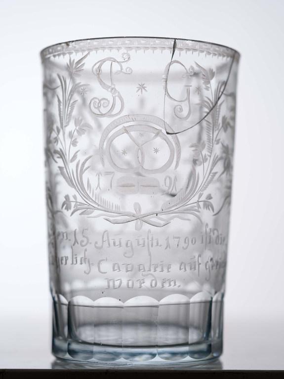 Glasbecher zur Gründung der Kavallerie 1790