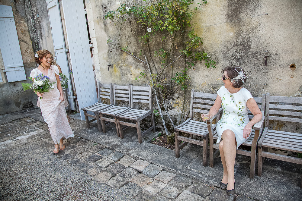 Bride and mum at a wedding in dordogne