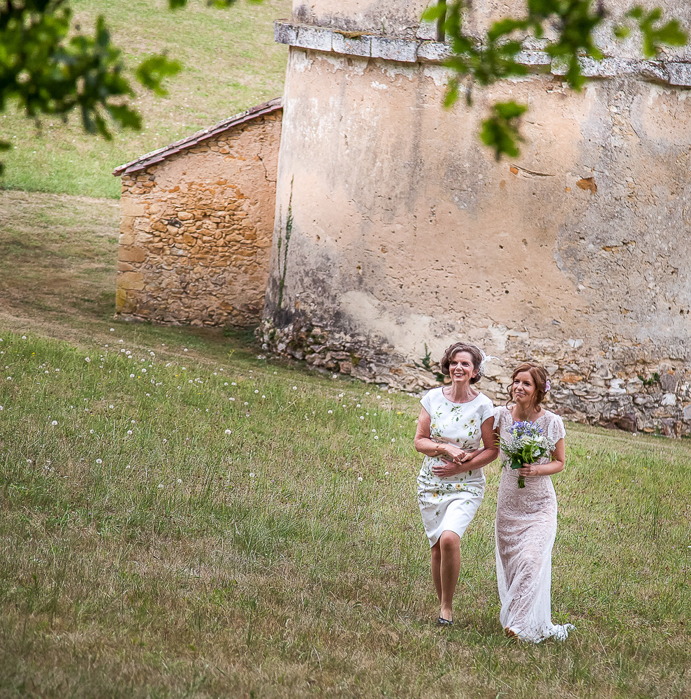 Mum and daughter at a wedding in dordogne