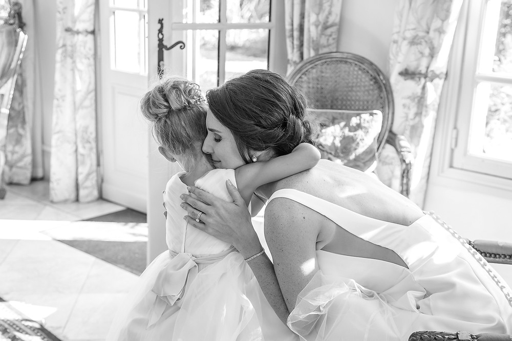 bride with little girl at mas de montet by wedding photographer dordogne