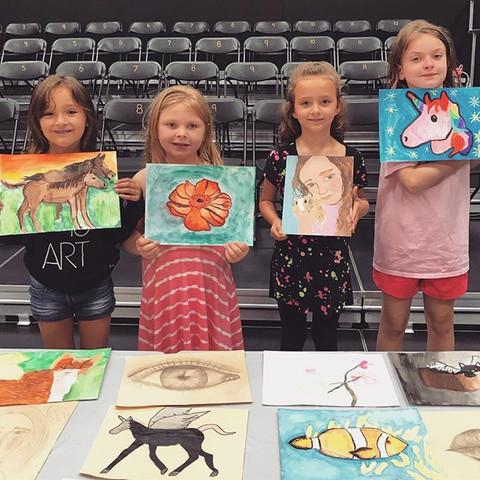 Throwback to these lovely, little artists at their Art Gallery - great work girls! 🎨😁_•_•_•_#studiopavas #artteacher #artstudio #visualstudi
