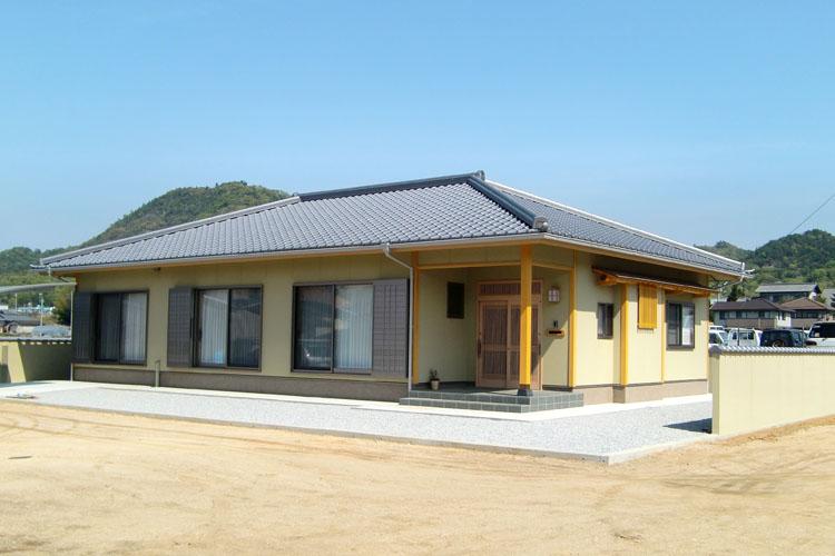 大屋根の和風平屋住宅