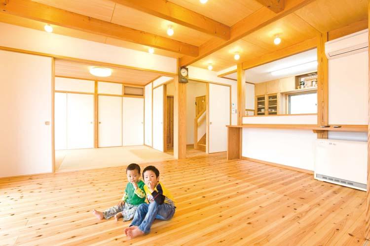 現代版土間のある住まい。木の温もりを感じる和モダンな家