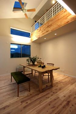 収納と家事動線が融合した自然素材の家