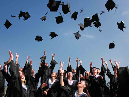 It's Not the Right Time to Graduate (According to LinkedIn)