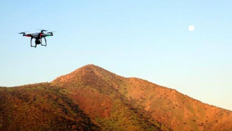 Drone sobrevoa parque em Santiago: as aeronaves não poderão voar a uma altura maior de 130 metros nem pesar mais de 6 kg