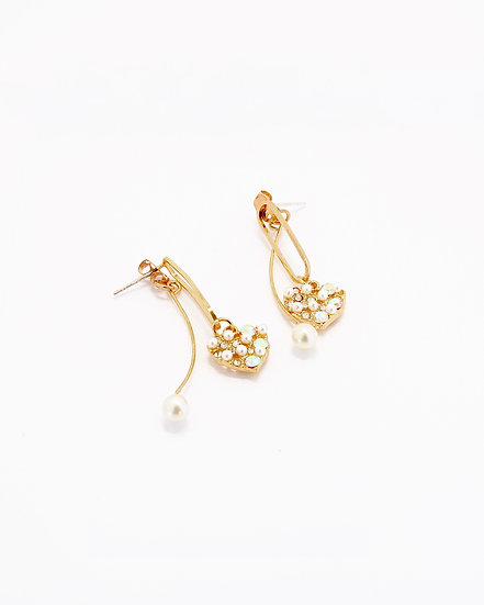 PEARLS IN HEART DROP EARRINGS